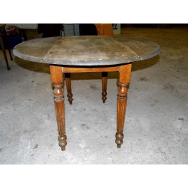 Table ronde campagnarde salon antiquité vintage