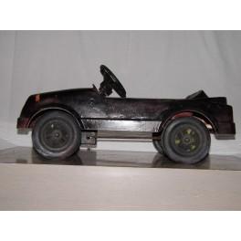 Voiture à pédales vintage plastique jouet ancien années 70 retro déco garage collection