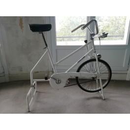 Vélo appartement vintage vélo Sauvage Lejeune Huret deco rétro sport